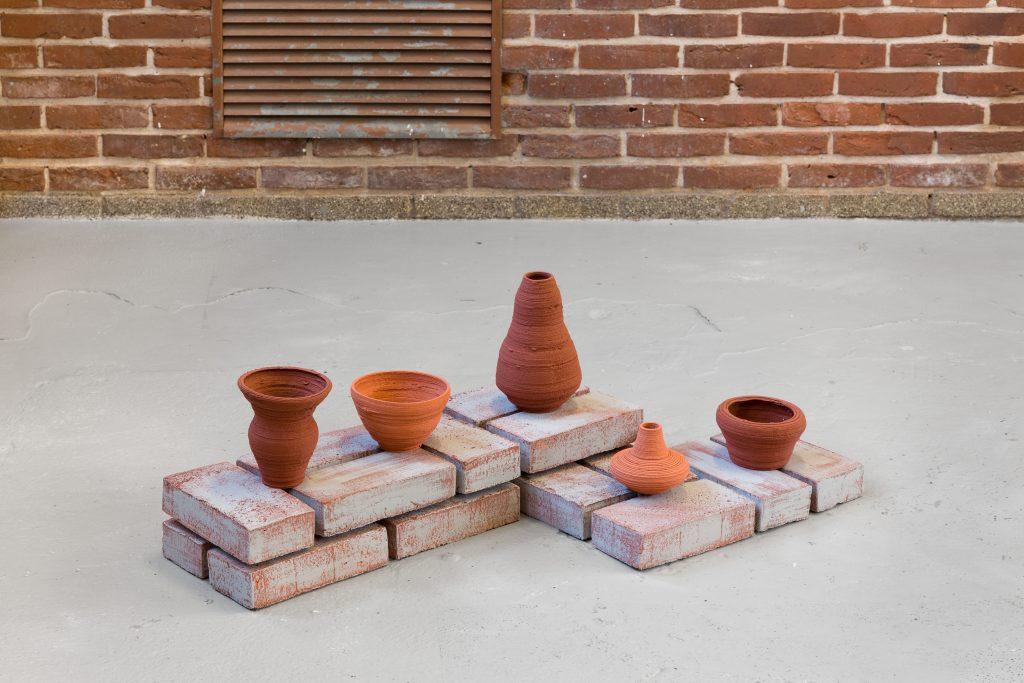 Signe Boe, part of the word[ˈkʁɔgə] part of the word [baˈsi.xa] part of the word [ˈvesl] part of the word [ˈɑmˀfoʁɑ] part of the word [æmˈfɔːrə], 2019, soundwaves of pronounced words 3D-printet in clay, bisc fired | Photo: Mikkel Kaldal